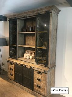 Stoer industriële glaskast - Kasten - Onz Thuys - S Verhoeven - Metal Furniture, Upcycled Furniture, Living Room Furniture, Rustic Tv Console, Home Fix, My Ideal Home, Home And Living, Sweet Home, Interior Design