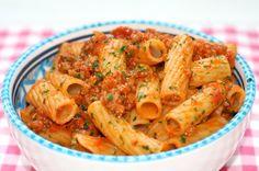 Traditionele Sardijnse pastasaus met Pecorino   Het lekkerste recept vind je op Alles Over Italiaans Eten