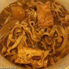 旨いよっ! 日比コラボ晩ご飯。クリーミーなカレーロミ。余り物って言った? creamy #curry #lomi #japanese #philippines #food #noodle #dinner #フィリピン