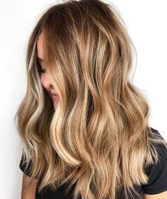 Caramel Blonde Hair, Dark Roots Blonde Hair, Honey Blonde Hair, Blonde Hair Looks, Blonde Waves, Natural Dark Blonde, Brunette Hair, Brown Hair With Highlights And Lowlights, Hair Highlights