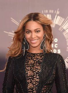 Beyonce's Donation to Houston Homeless - The 10 Not-So-Publicized Times Jay Z and Beyonce Gave Back Dianna Agron, Photomontage, Fall Hair Colors, Mtv Video Music Award, Music Awards, Beyonce And Jay Z, Dark Lips, Beyonce Knowles, Michelle Williams