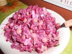 Салат - свекла, горошек, маринованные огурчики