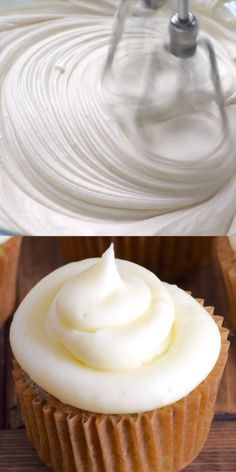 The BEST Cream cheese frosting that is smooth, creamy, and not overly sweet. This simple cream cheese frosting is so quick to make! Throw out all your other cream cheese frosting recipes because now y Chocolate Cream Cheese Frosting, Make Cream Cheese, Strawberry Cream Cheese Frosting, Cream Cheese Topping, Cream Cheese Buttercream, Food Cakes, Cupcake Cakes, Easy Vanilla Cupcakes, Banana Cupcakes