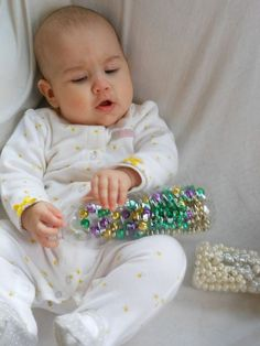 Easy Infant Sensory Play, DIY Sensory Bottles are perfect for babies and toddlers