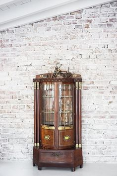 Living Furniture, Decor Styles, Art Nouveau, Minimalism, Interior Decorating, Therapy, Chandelier, Clock, Indoor