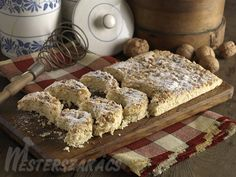 Kossuth-kifli, traditional Hungarian sweets - in the it became popular… Hungarian Cuisine, Hungarian Recipes, Hungarian Food, Hungarian Cookies, Best Food Ever, Muffin Recipes, Hungary, New Recipes, Sweet Tooth