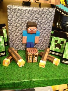 Minecraft party decorations using free printables on card stock! Office Birthday, 13th Birthday Parties, Minecraft Birthday Party, Boy Birthday, Birthday Ideas, Cool Toys For Boys, Diy For Kids, Minecraft Toys, Minecraft Ideas