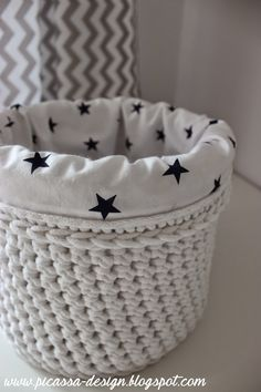 Pin by Sharon Cooper on Crochet Basket and Rug Crochet Home, Love Crochet, Crochet Baby, Knit Crochet, Diy Crochet Basket, Crochet Basket Pattern, Crochet Patterns, Crochet Video, Crochet Storage