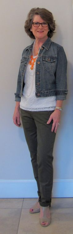I have a short denim jacket similar to this. I could put this outfit together.