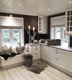 Personalize your home decoration with pretty digital printables. Log Home Interiors, Tiny House Nation, House Inside, Florida Home, Home Decor Fabric, Contemporary Decor, Scandinavian Style, Kitchen Interior, Home And Living
