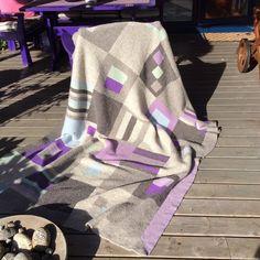 Et av de første teppene fra @frustrikk , en bursdagsgave til en man er glad i!!  One of the først knitted blanket I mase. A birthdaygift to one I am very fond of!!  #frustrikkknitaddict #knittinglove #knittingaddict #knitstagram  #knite #knitspo #knitted #knitting #knittedcarpets #kniitersofinstagram #knitted #strikk#strikke #sticat #sticka #stikka #strikkepledd #strikking #strikkingergøy #strikkegal #strikketøy #strikkedilla #blnkets #tepper #raumafinull #oneofakind #knittedblankets