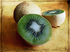 Juicy kiwis ♥ Artwork ©Barbara Orenya