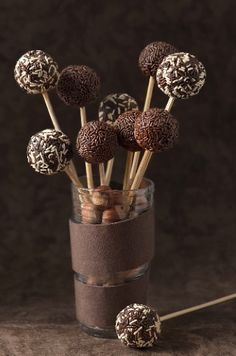 para Cakepops Roll these in Javita coffee! Just add these in Javita coffee! Just add Chocolate Cake Pops, I Love Chocolate, Chocolate Heaven, Chocolate Shop, Chocolate Lovers, Chocolate Lollipops, Chocolate Sprinkles, Chocolate Dreams, Death By Chocolate