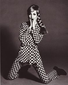 Twiggy in Swinging London Sixties Fashion, Mod Fashion, White Fashion, Fashion Art, Fashion Models, Vintage Fashion, Sporty Fashion, Fashion Women, Twiggy Model