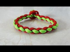 How To Tie A Four Strand Round Braid Paracord Survival Bracelet - YouTube