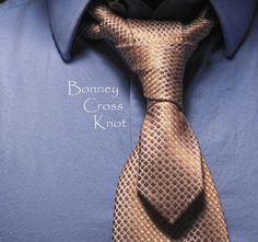 """Nós de gravata parecidos, com execuções um pouco diferentes e um resultado """"sui generis"""". Os dois nós Bonney aqui apresentados tem como característica mais marcante o fato de deixarem a…"""