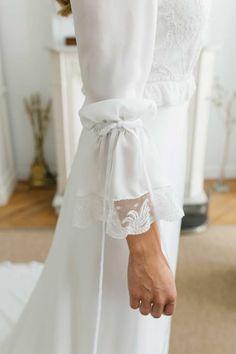 La boda de Liz y Celso en Madrid Malay Wedding Dress, Modest Wedding Dresses, Bridal Dresses, Simple Wedding Dress With Sleeves, Minimal Wedding Dress, Sleeves Designs For Dresses, Dresses With Sleeves, Weeding Dress, Gowns For Girls