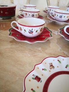 juleservise fra Villeroy & Boch Toys Delight | FINN.no Fine Porcelain, Tea Cups, Toys, Tableware, Activity Toys, Dinnerware, Clearance Toys, Tablewares, Gaming