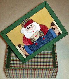Caixa em MDF decorada com a técnica de patchwork embutido e totalmente revestida de tecido 100% algodão. <br>Fazemos também em outras cores e tamanhos sob encomenda.
