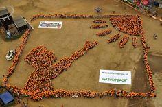Ludzki Obraz zorganizowany przez Greenpeac Polska. W ten sposób ekolodzy chcą zwrócić uwagę na rosnący ruch poparcia dla energetyki obywatelskiej, w której kluczową rolę odgrywają rozproszone, odnawialne źródła energii, takie jak na przykład energia ze słońca.