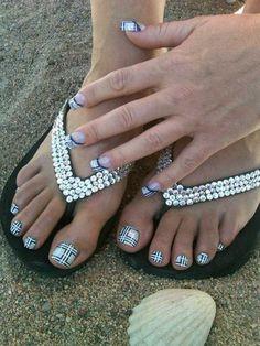 36 Best Attention Nail Art 2015 - Plaid Toenail -- These plaid toenails are so Burberry Nova Check! So adorable. Mani Pedi, Manicure And Pedicure, Pedicures, Manicure Ideas, Nail Ideas, Cute Toe Nails, Toe Nail Art, Fabulous Nails, Perfect Nails