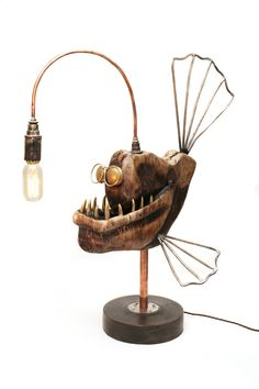 Artist Creates Steampunk Style Anglerfish Lamps Handcrafted From Metal And Wood DIY lamp project, angler-fish edition. Welding Projects, Wood Projects, Luminaria Diy, Luminaire Original, Fish Lamp, Lampe Applique, Angler Fish, Steampunk Lamp, Scrap Metal Art