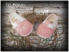 Zapatos bicolor a crochet para bebe de 0 a 3 meses - YouTube Crochet Baby Boots, Knitted Booties, Crochet Baby Clothes, Crochet Shoes, Baby Booties, Business Baby, Baby Shoes Pattern, Crochet Patron, Toddler Girl Shoes