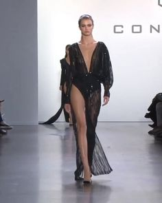 Cong Tri Look Spring Summer 2020 Ready to Wear Collection - Spring Summer 2020 Ready to Wear Collection. Runway Show by Cong Tri - Fashion Walk, New York Fashion, Runway Fashion, Evening Dresses, Afternoon Dresses, Flapper Dresses, Model Outfits, Fashion Videos, Luxury Dress