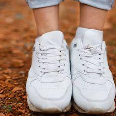 Pflegetipps: So reinigt ihr eure weißen Sneakers effektiv | BRIGITTE.de