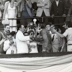 Hace exactamente 44 años el Presidente Perón recibía en el Palco del Autódromo a Carlos Reutemann y le regalaba su lapicera, tras la enorme decepción de todo un pueblo por aquella maldita toma de aire.
