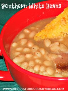 Southern White Beans recipe - http://recipesforourdailybread.com/2012/01/08/best-southern-white-beans/ #beans #white beans #soups