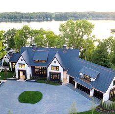 41 Fantastic Modern Farmhouse Exterior Design Ideas That Looks Cool – Farmhouse Dream Home Design, My Dream Home, House Design, Style At Home, Haus Am See, Modern Farmhouse Exterior, Coastal Farmhouse, Farmhouse Ideas, Dream House Exterior