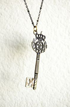 key to the throne bronze necklace