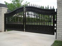 Beautiful Wrought Iron Entrance Gate for Driveway, Find Details about Driveway Iron Gate, Security Sliding Gate from Beautiful Wrought Iron Entrance Gate for Driveway - Xiamen Lion Iron Doors Co. Steel Gate Design, Front Gate Design, House Gate Design, Door Gate Design, Fence Design, Wrought Iron Driveway Gates, Front Gates, Entrance Gates, House Entrance