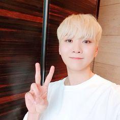 Un libro entero dedicado a Boo Seungkwan de Seventeen. Woozi, Wonwoo, Jeonghan, Hip Hop, Sleep Late, Boo Seungkwan, Seventeen Debut, Adore U, Pledis 17