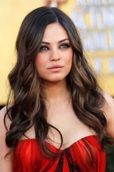 Latest pictures of Mila Kunis hair. Check out Mila Kunis`s great hairstyles and her fashion style here. Haircuts For Long Hair, Summer Hairstyles, Pretty Hairstyles, Long Wavy Hair, Dark Hair, Mila Kunis Hair, Hair Color For Women, Celebrity Hairstyles, Great Hair
