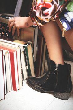 Stylish short zip up boots