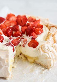 Candy Recipes, Gourmet Recipes, Dessert Recipes, Grandma Cookies, Candy Drinks, Halloween Desserts, Breakfast Dessert, Molecular Gastronomy, Plated Desserts