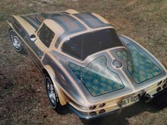 The had the best paint jobs. This one is on a Corvette Sting Ray Coupe. Corvette C2, Classic Corvette, Chevrolet Corvette, Custom Paint Jobs, Custom Cars, Retro Cars, Vintage Cars, Funny Car Drag Racing, Us Cars