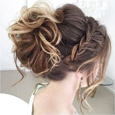 Elegant hairstyles for prom - best prom hair styles Easy Updos For Medium Hair, Medium Hair Styles, Curly Hair Styles, Hair Medium, Prom Hairstyles For Medium Hair, Easy Hair Up Styles, Prom Hairstyles Updos For Long Hair, Grad Hairstyles, Homecoming Hairstyles