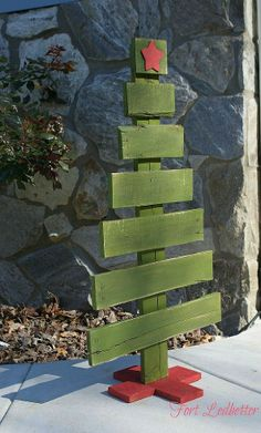 DIY Pallet Christmas Tree + Tutorial - could also be done with landscape ties.