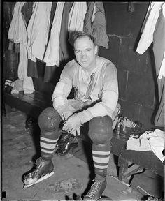 Pirashath Jayamohan  1937 Montreal Maroons Locker Room. Montreal Canadiens, Ice Hockey Players, Men's Hockey, Hockey Highlights, Boston Public Library, Mlb Teams, Sports Figures, Nhl, Scores