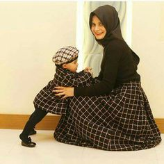 and baby hijab (notitle) Mom And Baby Outfits, Mommy And Me Dresses, Mother Daughter Matching Outfits, Mother Daughter Fashion, Mom Daughter, Family Outfits, Kids Outfits, Muslim Fashion, Hijab Fashion
