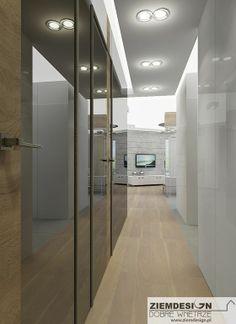 Drzwi w korytarzu wykonane z luster