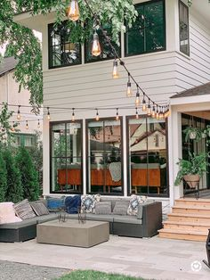An Urban Oasis featuring back case windows for a modern Scandinavian feel. Dream Home Design, My Dream Home, House Design, Dream House Exterior, Scandinavian Home, House Goals, Modern Farmhouse, Farmhouse Style, Home Fashion