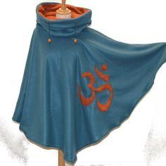 Poncho pour elle & lui long et chaud en polaire avec gros col capuche motif om chakra hindou