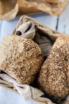 Halvgrove brød med kjerner og frø Bread, Egg, Food, Eggs, Brot, Essen, Baking, Egg As Food, Meals