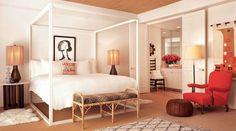 lit à baldaquin en couleur blanche pour votre chambre à coucher
