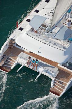 http://www.alquilerdeyates.net/2015/09/alquiler-de-catamaranes-en-ibiza_21.html