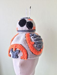 BB-8 droid - free crochet hat pattern by Jib Thitiporn.